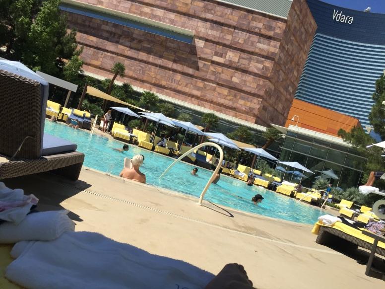 nice quiet Sky Pool
